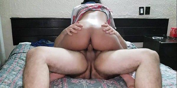Morena da bucetinha peluda fodendo no motel