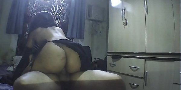 Vídeo de sexo amador com uma safada sentando e fazendo 69