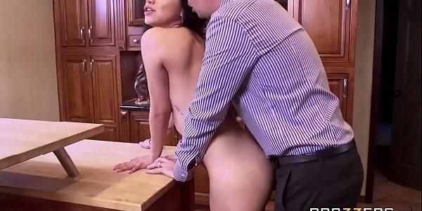Marido fodendo o rabo da sua esposa safada