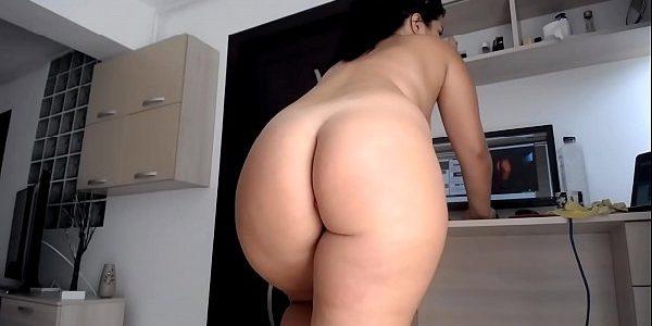 Rabuda gostosa se masturbando