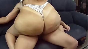 Minha namorada rabuda sentando na cacete