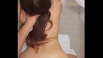 Namorada novinha de 18 aninhos de quatro no vídeo de sexo amador