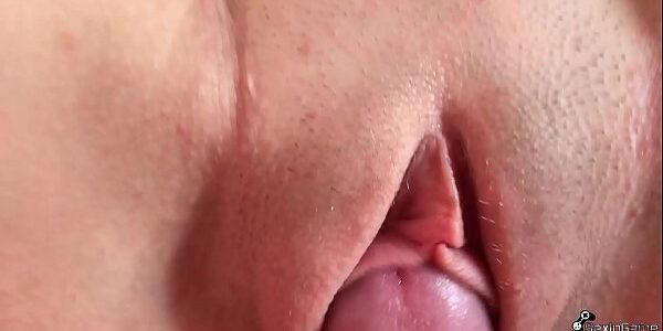 Fudendo a bucetinha molhada da namoradinha  novinha metedeira tarada  gostosona